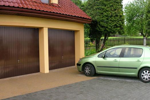 Naklápěcí garážová vrata